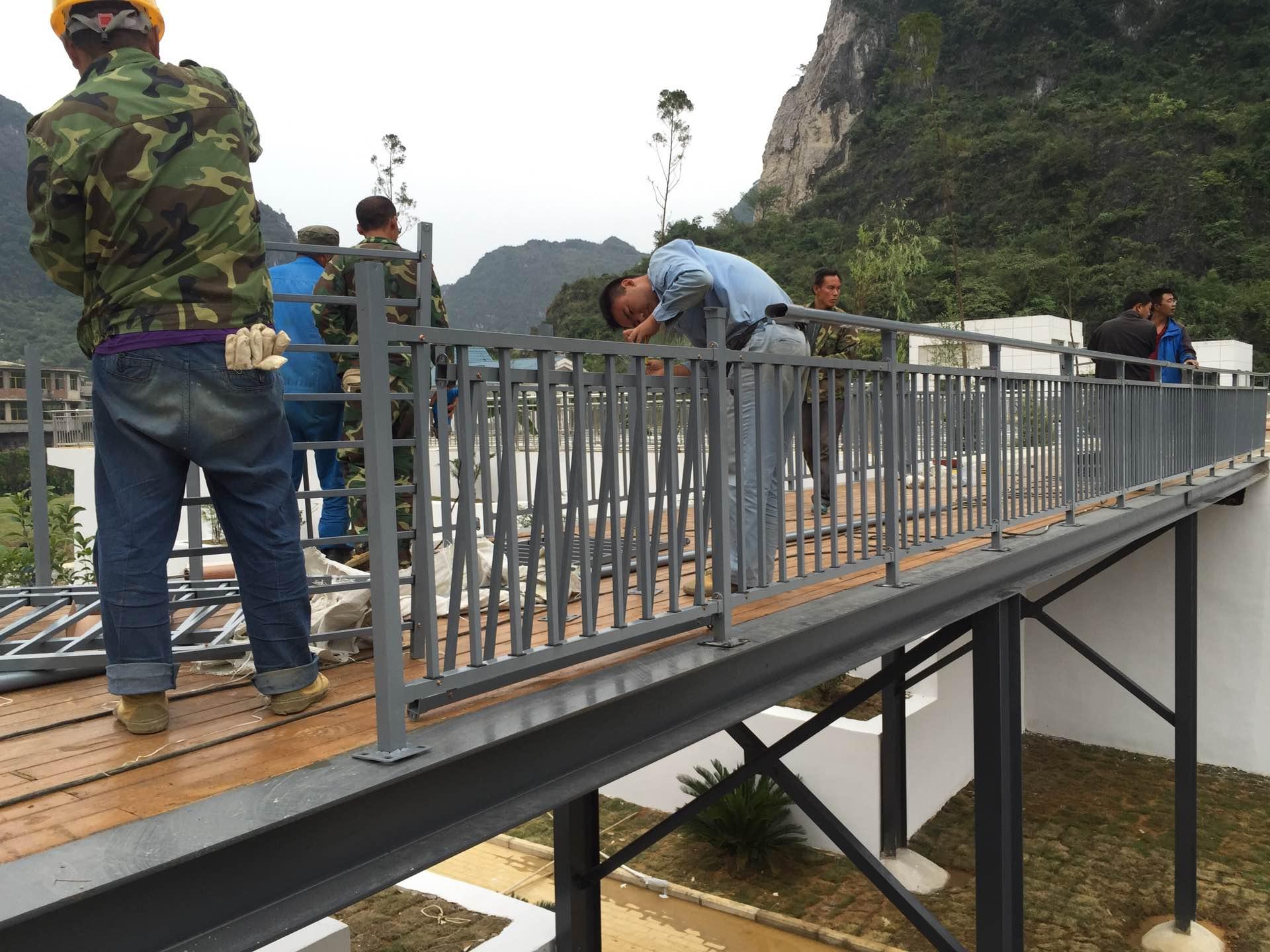 天桥栏杆施工