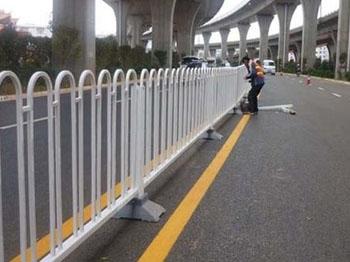 道路护栏施工